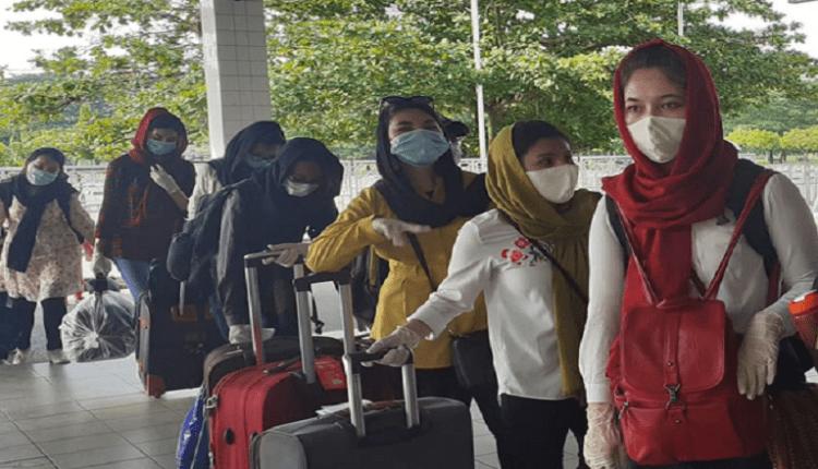 বিশেষ ফ্লাইটে ১১০ আফগান শিক্ষার্থী বাংলাদেশ ছাড়লেন