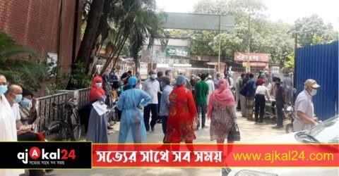 করোনা পরীক্ষার বুথে জটলা সোহরাওয়ার্দীতে, সংক্রমণ ঝুঁকিতে সুস্থরাও