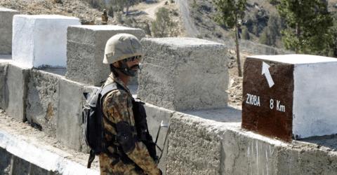 পাকিস্তান-আফগানিস্তান সীমান্তে গোলাগুলিতে নিহত ৪ পাক সেনা