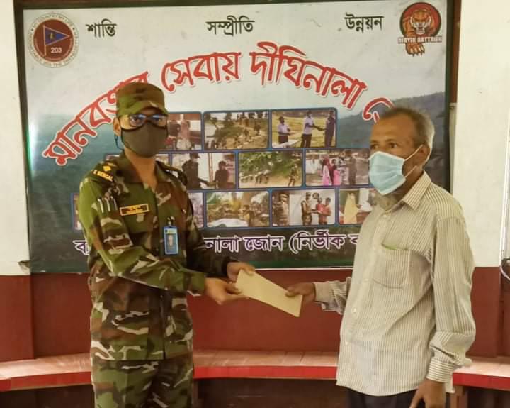 দীঘিনালায় সেনাবাহিনীর উদ্যোগে চিকিৎসা সহায়তা প্রদান